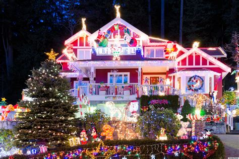 Holiday Lights Display Ohio's Hall Family Has Christmas Decorations Ruined And Stolen Huffpost