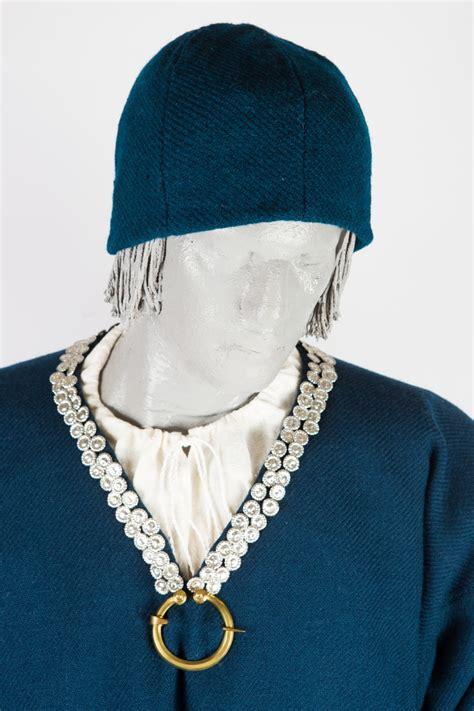 Arheoloģiskais lībiešu vīra tērps — Katram Savu Tautastērpu
