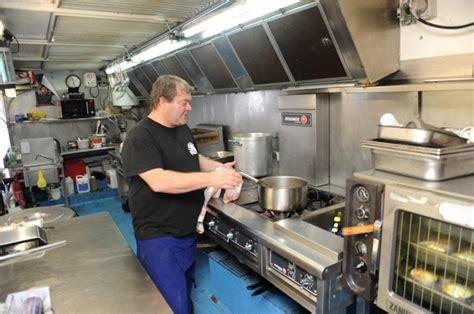camion équipé cuisine venez comme vous êtes à la cant 39 auch du circ 24 10 2012 ladepeche fr