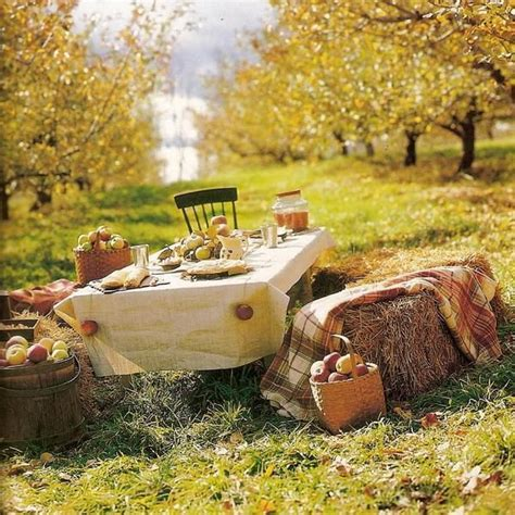 Table Decorating Ideas Candles Apples Autumn Indoor Outdoor Atmosphere 650x325 by 25 Fabulous Thanksgiving Decorating Ideas With Apples And