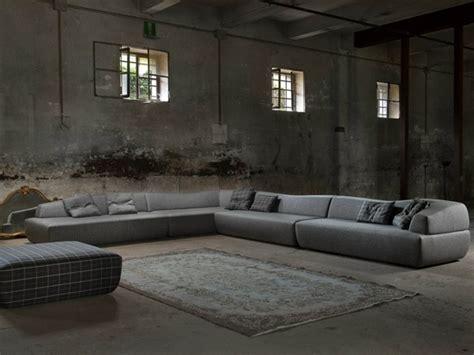 tres grand canapé d angle le canapé d 39 angle prend la place centrale dans votre salon