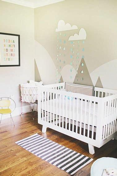 chambre bebe peinture une peinture chambre b 233 b 233 avec motifs et stickers