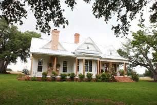 Rustic Furniture Waco Tx by The Farmhouse Magnolia Farmhouse White Gunpowder