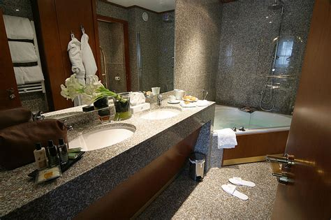 file salle de bains en granite hotel jpg wikimedia commons