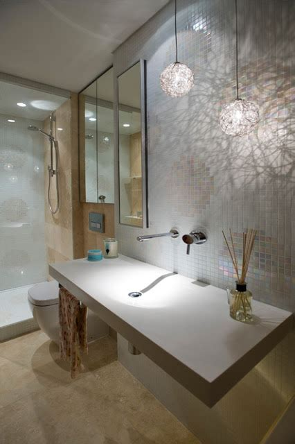 Minosa: Small bathroom that packs a lot of design into a