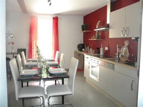 d馗o mur cuisine cuisine avec murs et meubles blancs ambiances decos
