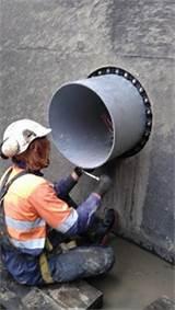 Submarine buckhead pipe penetration