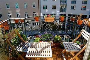 balkon gestalten coole ideen zum selbermachen With französischer balkon mit große windlichter für den garten
