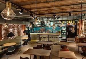 Deco Style Industriel : du mobilier style industriel dans un restaurant ~ Melissatoandfro.com Idées de Décoration