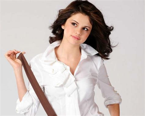 Selena Gomez Real Cell Phone Number To Talk To Selena Gomez