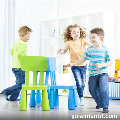 el juego de las sillas  ninos