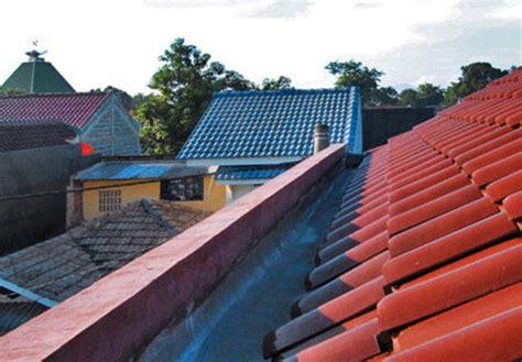 Sayangnya, jika hujan maka suasana di bawahnya akan terdengar berisik sekali. Talang pada atap rumah Anda bocor? Ini cara mengatasinya dengan mudah - Seputar Rumah Kita
