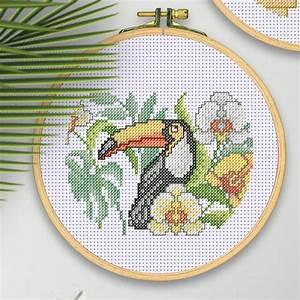 Stickbilder Zum Selbersticken : stickbild mit holzrahmen tukan ~ Watch28wear.com Haus und Dekorationen
