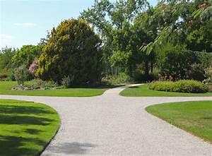 alle de jardin en gravier blanc cool dalle galet alle With jardin gravier comment faire 6 decoration paysagere traverses paysagares en bois