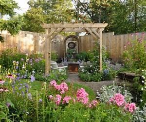 Einfacher, einladender Vorgarten Gartengestaltung