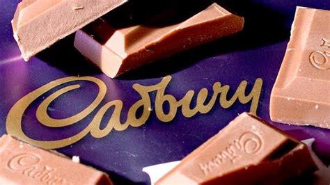 pengguna islam termasuk blogger  makan coklat cadbury