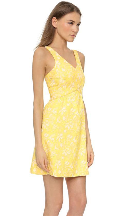 Gelbes Langes Kleid das outfit f r den hochzeitsgast ein
