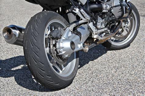 michelin road  lennemi public  des repose pieds essai pneu moto
