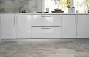 jugendzimmer sessel keramikfliesen als bodenbelag für die küche vor und nachteile