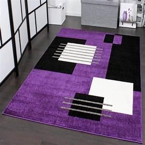 tapis de createur a motif a carreaux en violet noir blanc With tapis chambre bébé avec utilisation tapis champ de fleurs