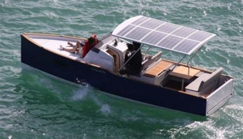 Electric Pleasure Boat by Aequus Boats Unveil Aequus 7 0 Solar Electric Boat Ecofriend