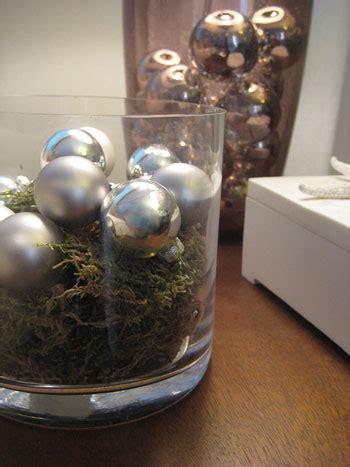 ornaments     decorate    tree