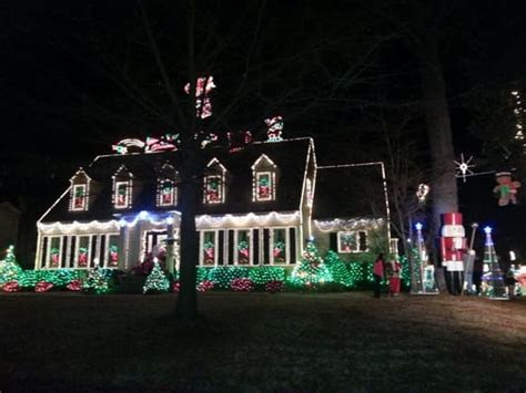 horseshoe trail christmas lights display local flavor