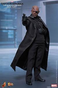 Hot Toys' 1/6th Scale Nick Fury – Plastic and Plush