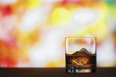 alcohol abuse  alcoholism   spot  differences