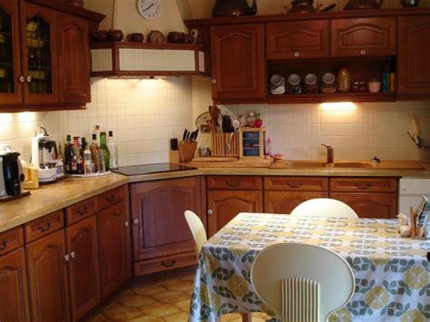 repeindre des meubles de cuisine en stratifié déco cuisine en chene