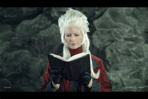 women cosplaying  male characters   hobbit