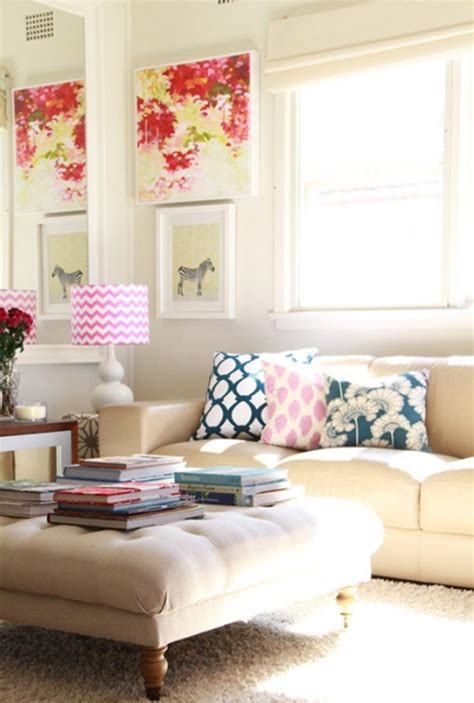 chic and colorful living room decor for