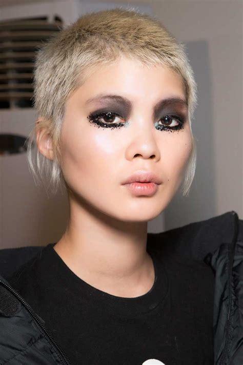 coupe cheveux ondulés coupe courte asym 233 trique automne hiver 2018 les plus belles coupes courtes de 2019