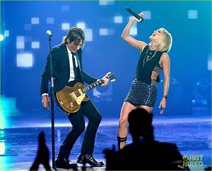 Full Sized Photo of carrie underwood performs with keith ...