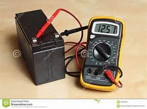 Spannung Messen Multimeter : messen sie die spannung an der batterie stockbild bild von experiment messen 36363915 ~ A.2002-acura-tl-radio.info Haus und Dekorationen