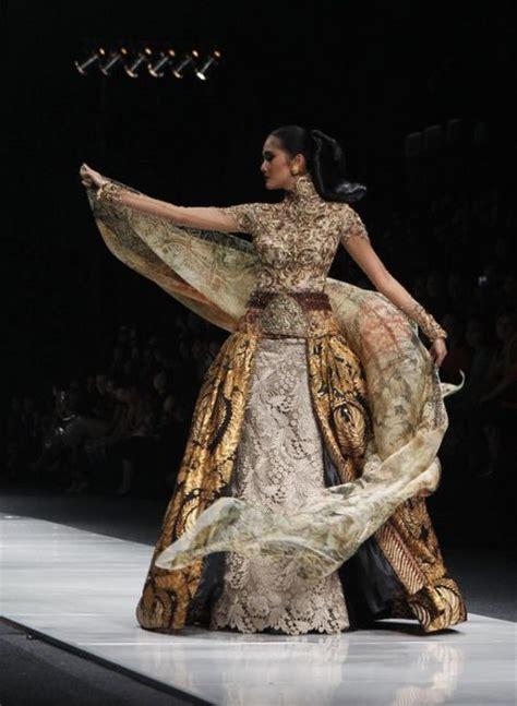 inspirasi desain kebaya modern kombinasi batik karya