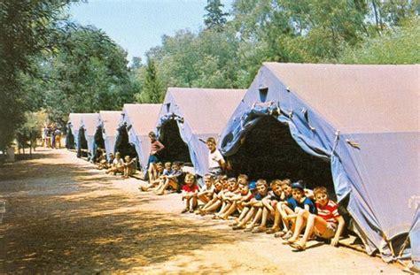 colonie de vacances cuisine pose devant les marabouts colonie du cap myrthe retro colo