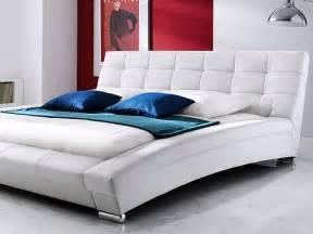 schlafzimmer bett 180x200 polsterbett emilo bett 180x200 cm weiß kunstleder bettgestell wohnbereiche schlafzimmer betten