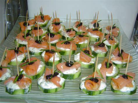 canap au saumon canapés au concombre saumon fumé assiette de