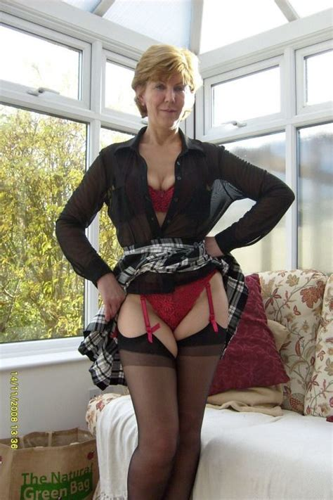 Reife Frauen Sind Wunderbar Sara Mature Upskirt Pinterest Suspenders And Stockings