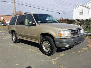 2000 Ford Explorer - Pictures