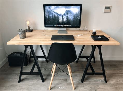 7 Best Minimalist Desk Setups For Your Workspace