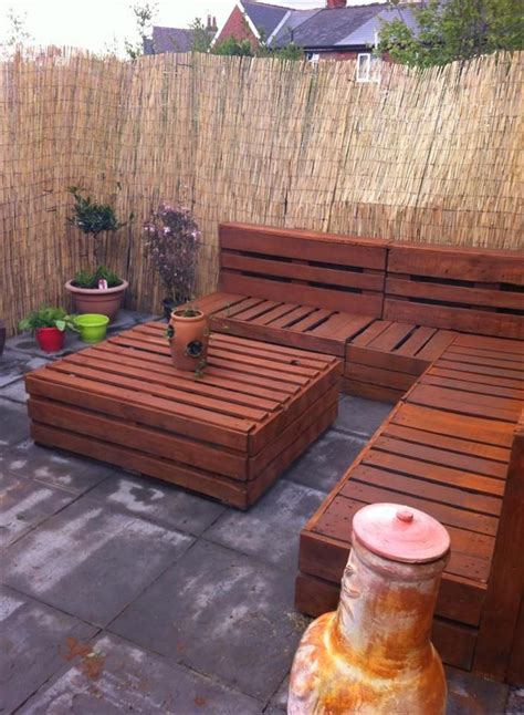 Pallet Settee by Pallet Corner Settee For Your Reed Fenced Garden