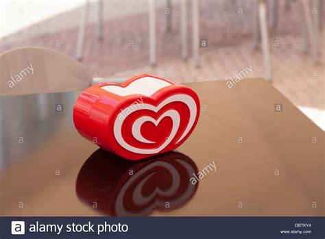 A Café Napkin Holder With The Logo For Ola An Ice Cream