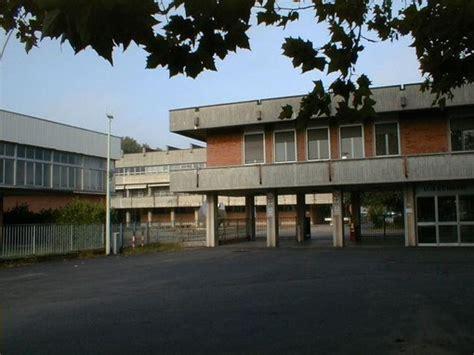 Scuola Di Pavia by Spray Urticante In Una Scuola Di Pavia Trenta Intossicati