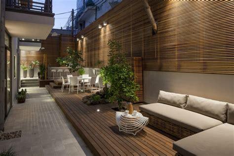 Sichtschutz Aus Holz Im Garten Moderner Stadtwohnung