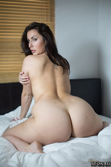 Brunette Milf Pornstar Paige Turnah Wakes Up Nude And