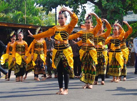 mengenal seni budaya  festival senggigi wisata lombok