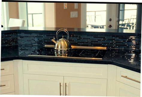 black kitchen countertops with backsplash 19 best images about kitchen backsplash with subway tiles 7884