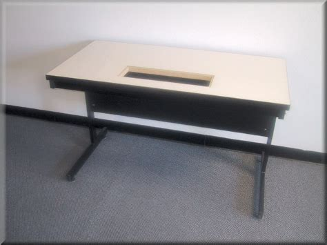 Workbench C-109p (unbstructed Knee Space Flat Top Table